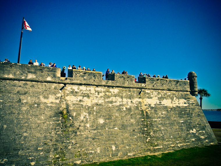 Pictures of crowd at Castillo de san Marcos Fort