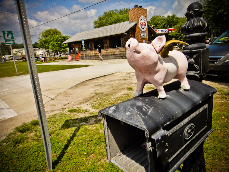 Mailbox with flying pig on top at bbq joint