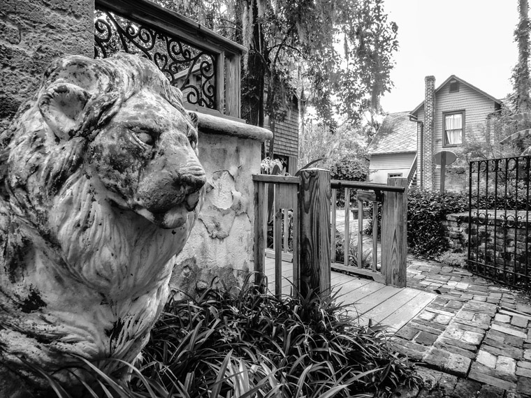 Dow museum of historic houses lion statue