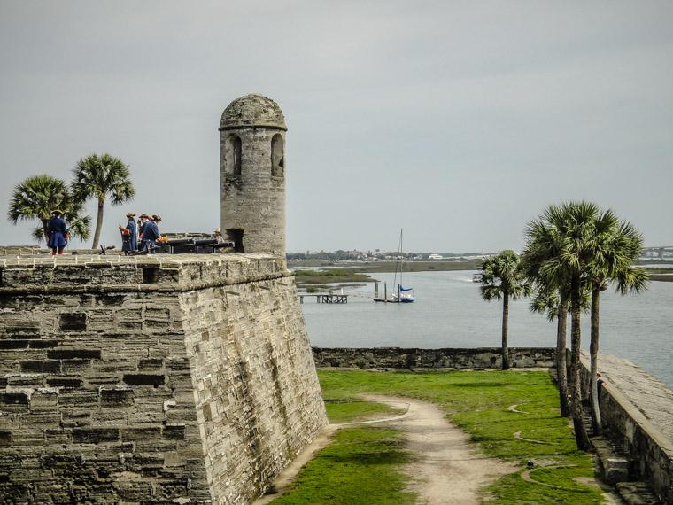 Castillo de san marcos fort cannon firing