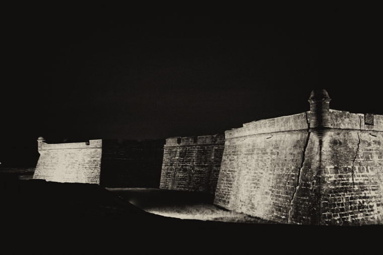 Fort castillo de san marcos at night
