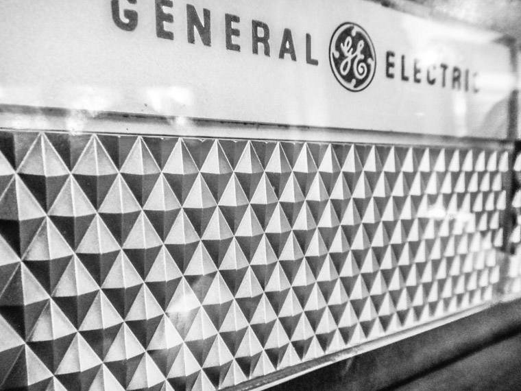 Mid century modern GE General Electric tv set